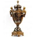 Jarrón de 90 cm., en porcelana negra y cariátides de bronce.